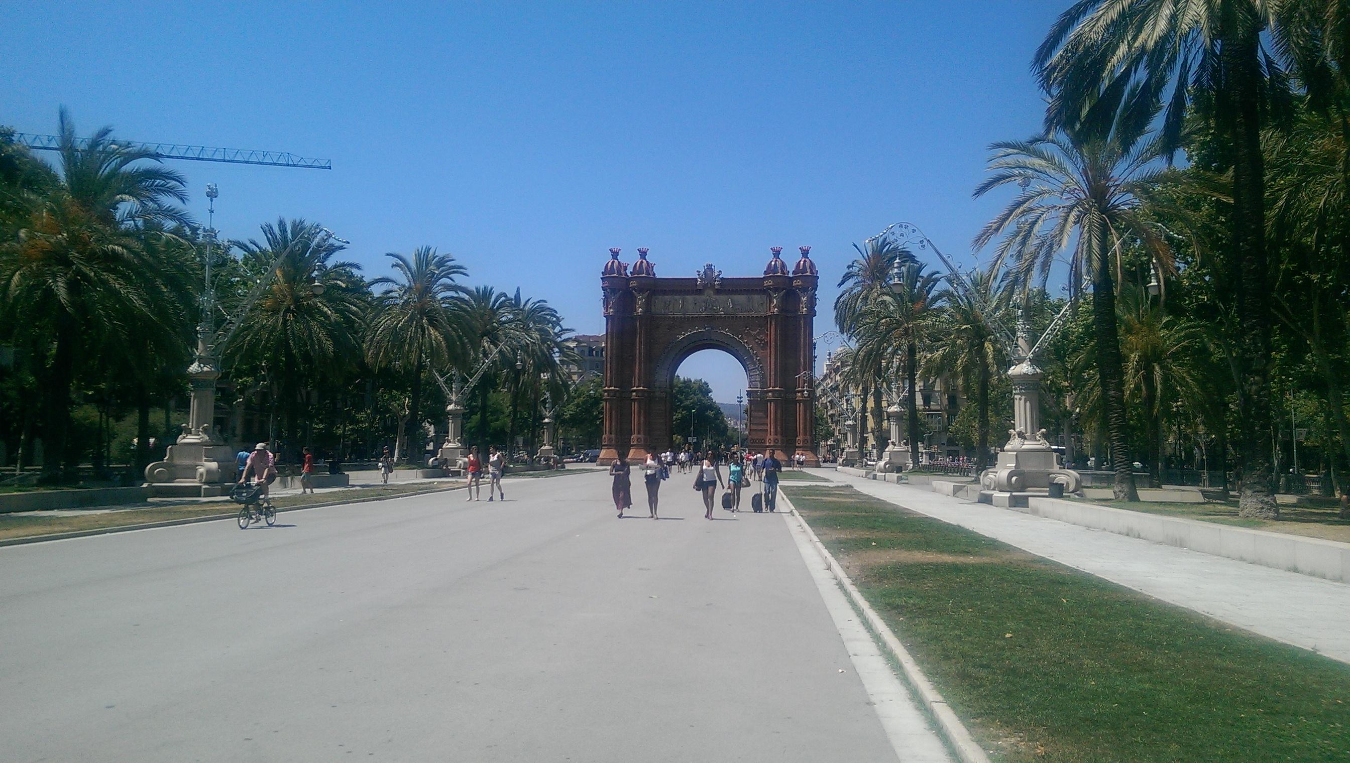 La Isla Hostal Barcelona solo travel