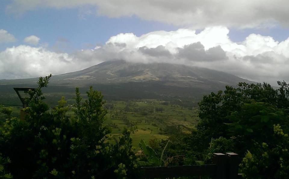 Mount Mayon shy volcano Philippines Lignon Hill