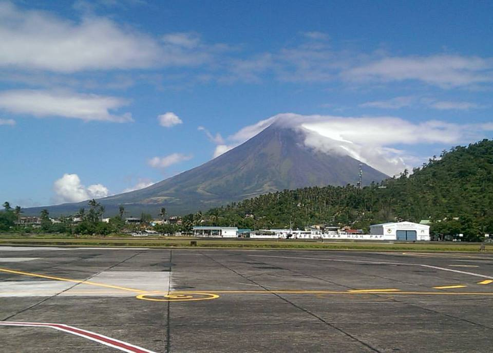 Mount Mayon shy volcano Philippines