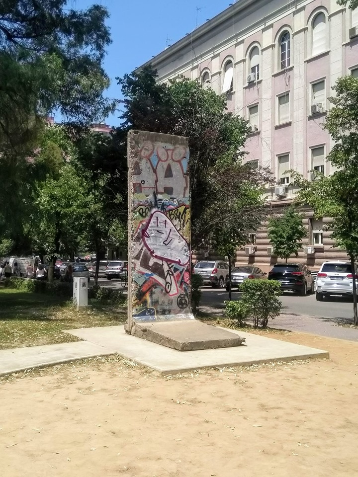 Postblloku bunker Blloku Tirana Albania Berlin Wall fragment