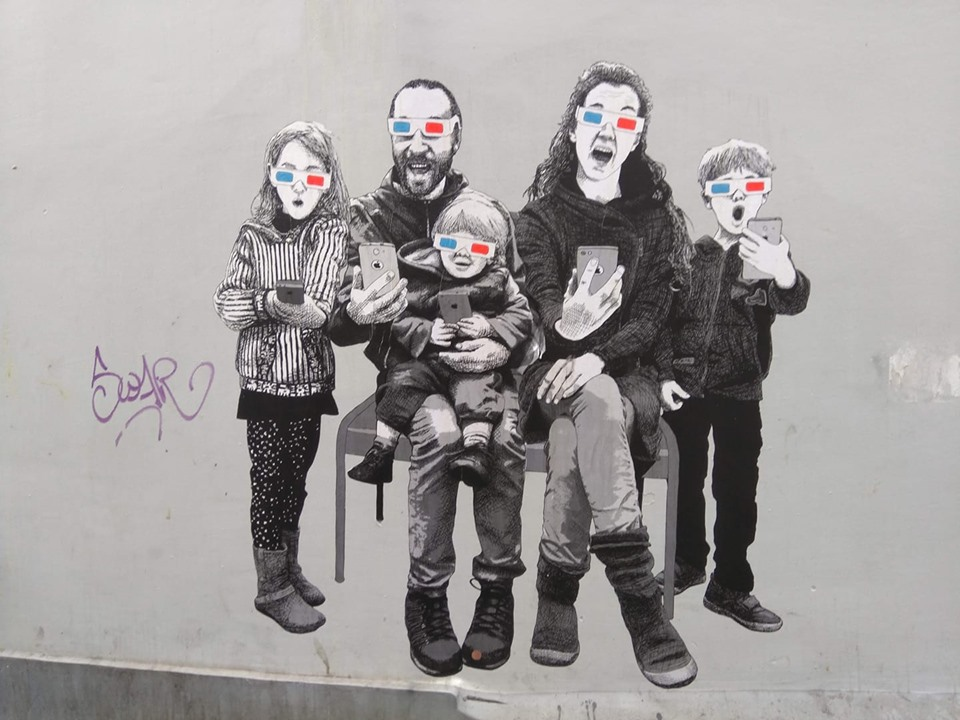 Street art in Brussels depicting a family wearing 3D glasses