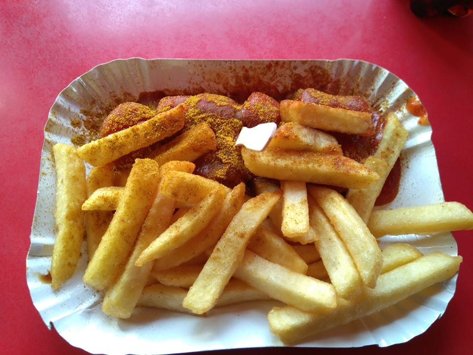 Vegan currywurst, chips and tomato ketchup